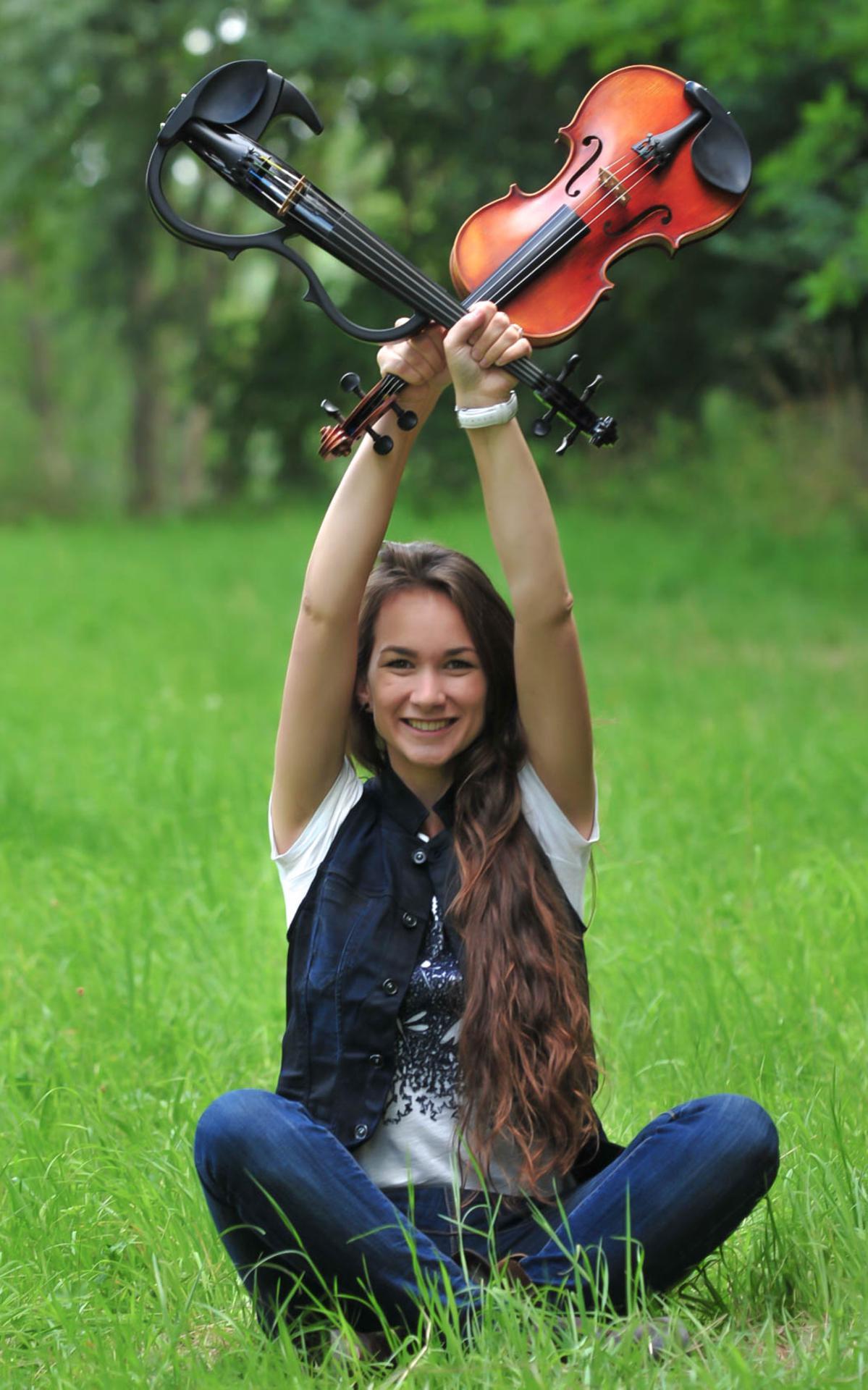 Kirstie liebt beide gleichermaßen: die klassische und die E-Violine