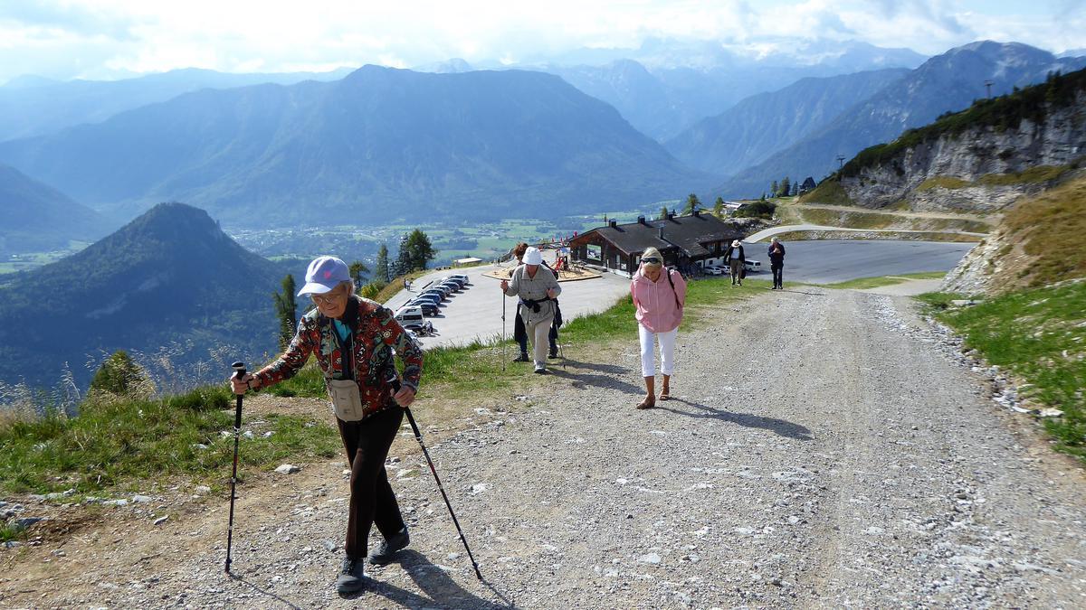 Unabhängig von ihrem Alter genossen unverheiratete Brüder und Schwestern die Schönheit der Salzburger Berglandschaft