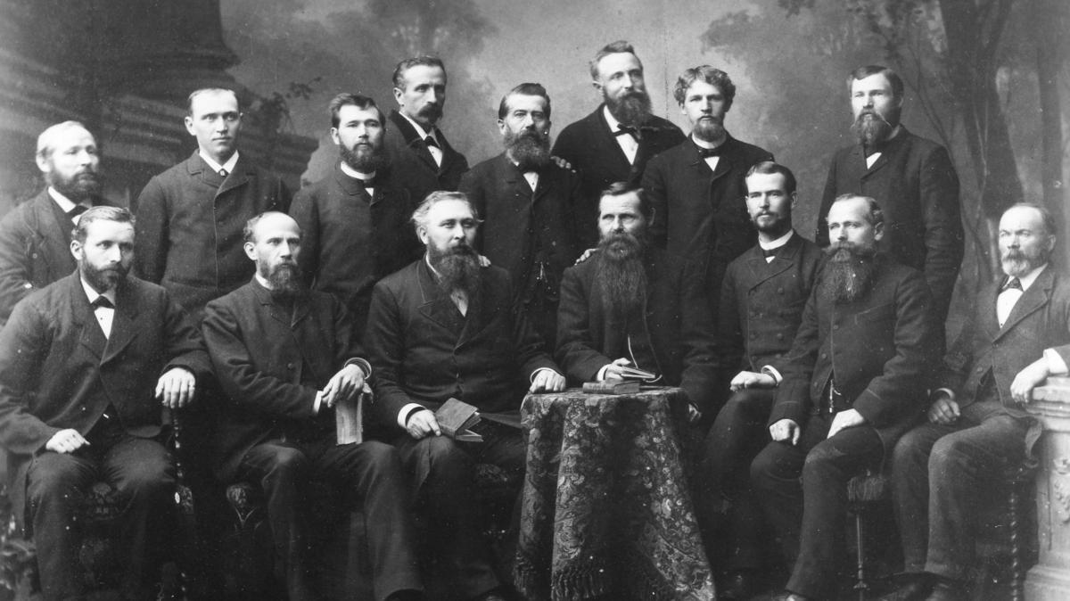 Konferenz der Schweizer-Deutschen Mission im Jahr 1884 in Bern. Elder Thomas Biesinger ist der zweite von rechts in der ersten Reihe.