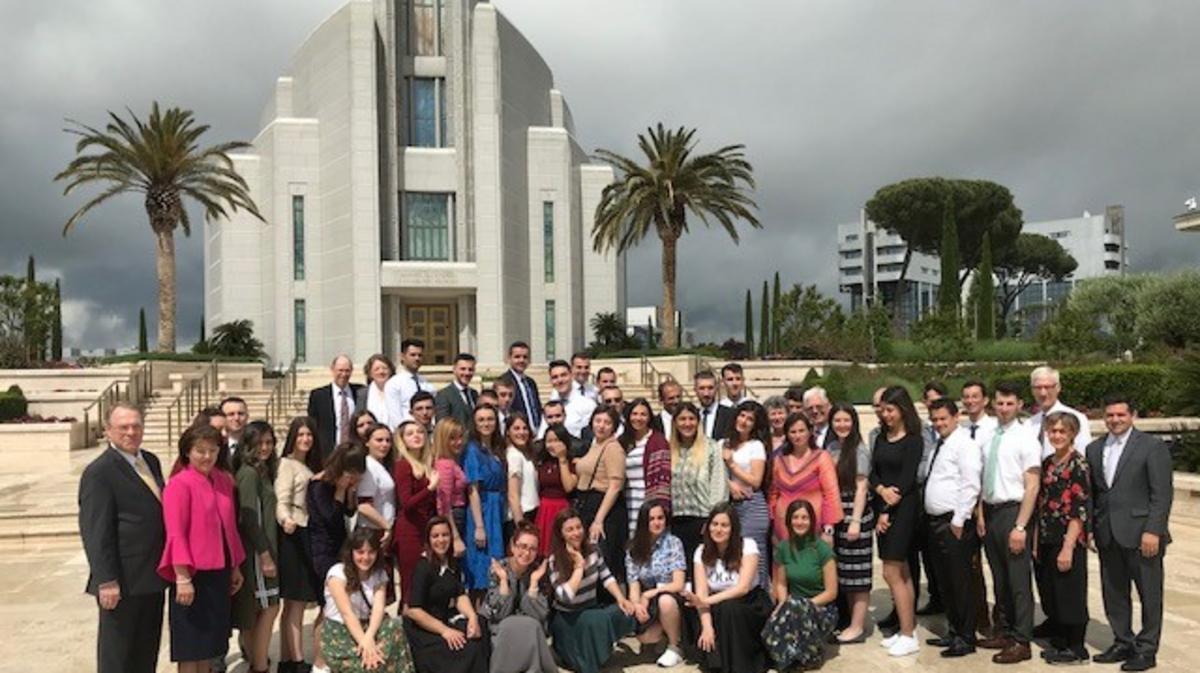 Zweimal konnte das Missionsehepaar Lerchner mit Mitgliedern aus dem Kosovo den Rom Tempel besuchen