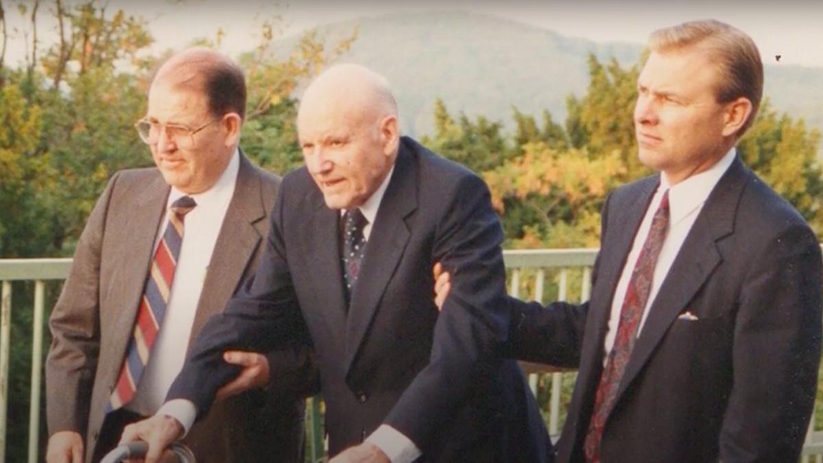Präsident Hunter weiht Wien und das Land Österreich vom Kahlenberg aus