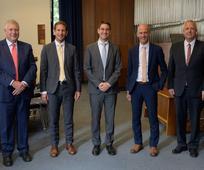 v.l.n.r.: Gebietssiebziger Elder Erich Kopische, Levin Merl, Simon Soucek, Frank Helmrich und Elder Michael Cziesla nach der Einsetzung der neuen Präsidentschaft