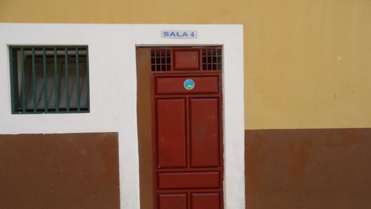 Igreja financia portas para a escola do EBI de Paiol