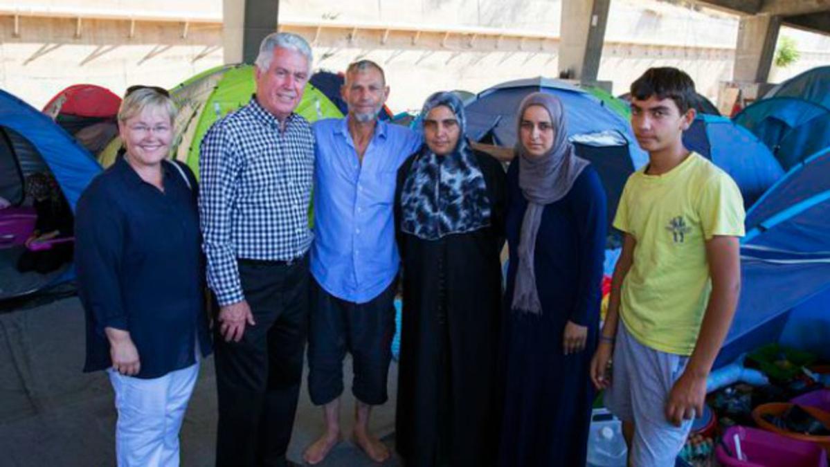 Predsjednik Uchtdorf uručuje donaciju UN-ovom programu za hranu