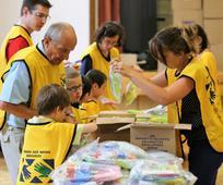 Članovi Crkve u Lyonu u Francuskoj složili su tisuće paketa s higijenskim potrepštinama za pomoć izbjeglicama