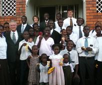 10 misijonarjev, 7 afriških držav, 6 afriških misijonov - Starešina in Sestra Rothey
