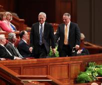 Sveti iz poslednjih dni na svečanem zborovanju podprejo novo Prvo predsedstvo