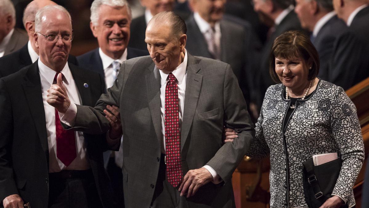 Председник Монсон на прослави 90. рођендана
