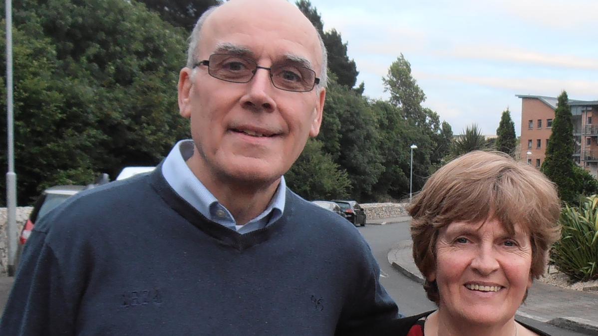John Connolly i njegova supruga Eileen osjetili su poticaj vratiti se natrag u Irsku 1979. godine zbog jednog govora s Općeg sabora. Osjećaju kako je ta odluka promijenila njihove živote i živote njihovo petero djece na bolje.