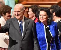 Predsjednik i sestra Nelson kreću na svjetsku turneju posluživanja