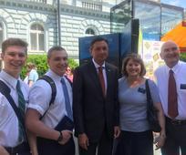 Predsednik Pahor navdušen nad mormonskima misijonarjema in njuno slovenščino
