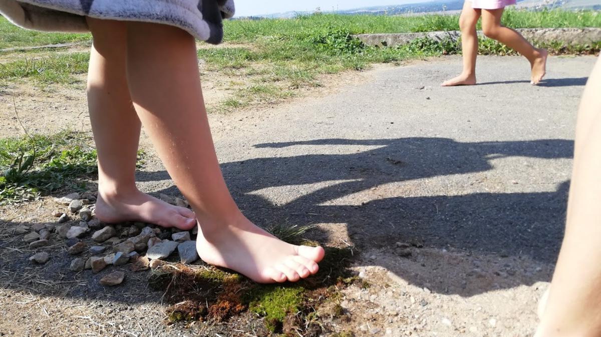 Jedna z indiánských aktivit – stezka bosou nohou