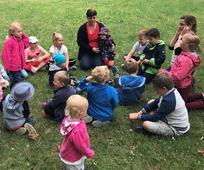 V parku si děti zahrály několik her.
