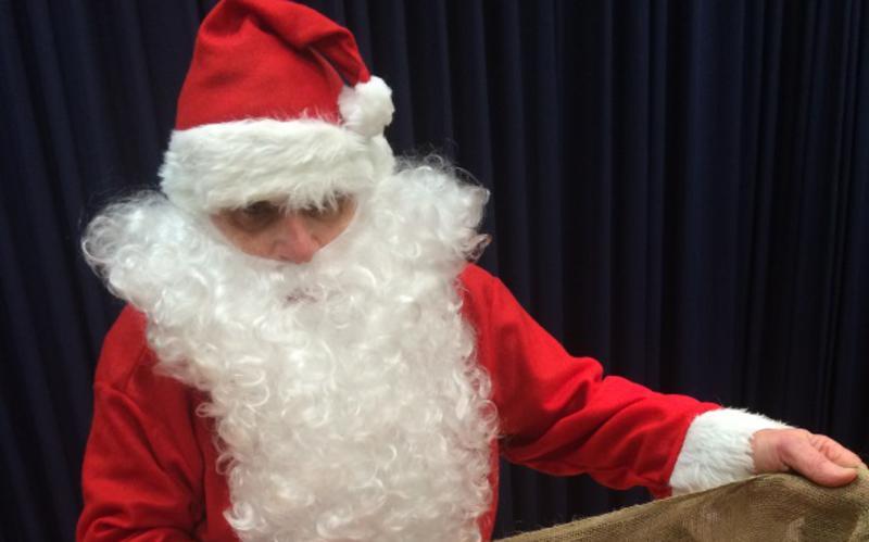 Weihnachtsmann mit leerem Sack