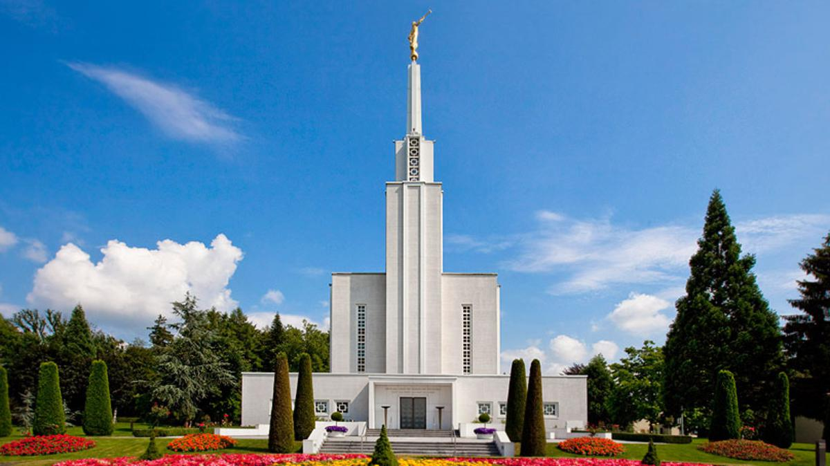 O Templo de Berna Suíça d´A Igreja de Jesus Cristo dos Santos dos Últimos Dias foi o primeiro templo a ser construído na Europa. Tendo sido dedicado em Setembro de 1955.