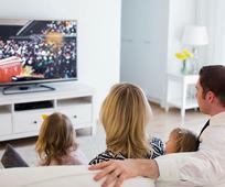 Une famille regarde la conférence générale
