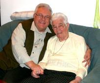 Jörn Otzmann mit seiner Mutter.