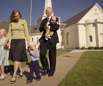 Eine Familie nach dem Besuch der Versammlungen
