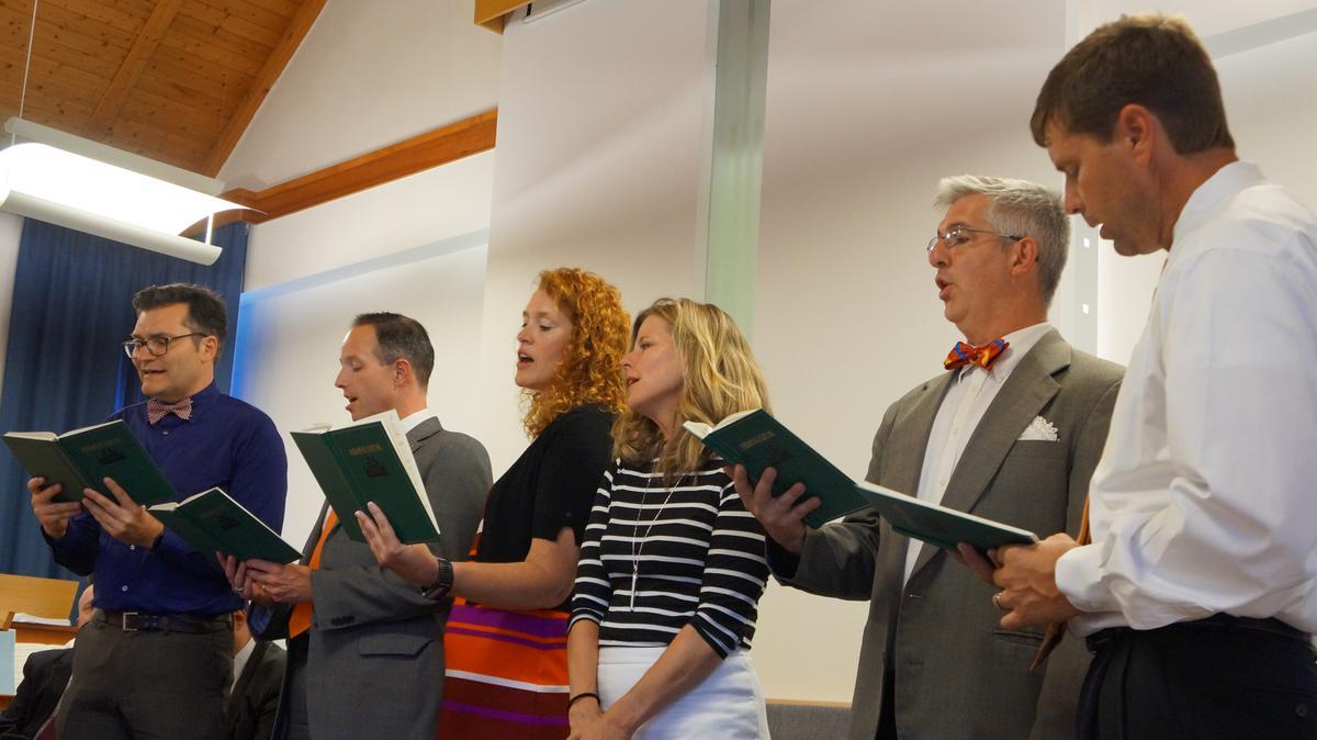 Esti beszélgetés visszatért misszionáriusokkal
