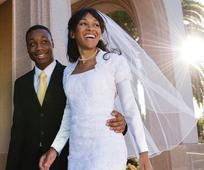 Una nuova famiglia inizia al momento del matrimonio tra un uomo e una donna. Le relazioni familiari vengono rafforzate con la devozione a Gesù Cristo.