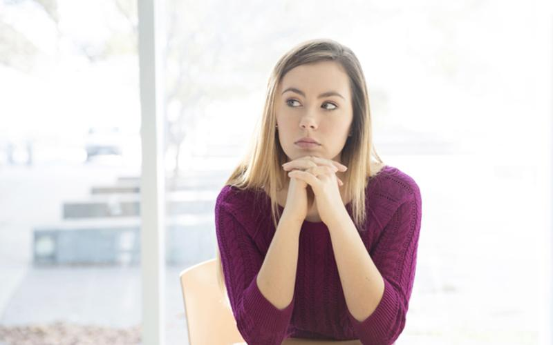 woman_sitting_thinking_contemplataion