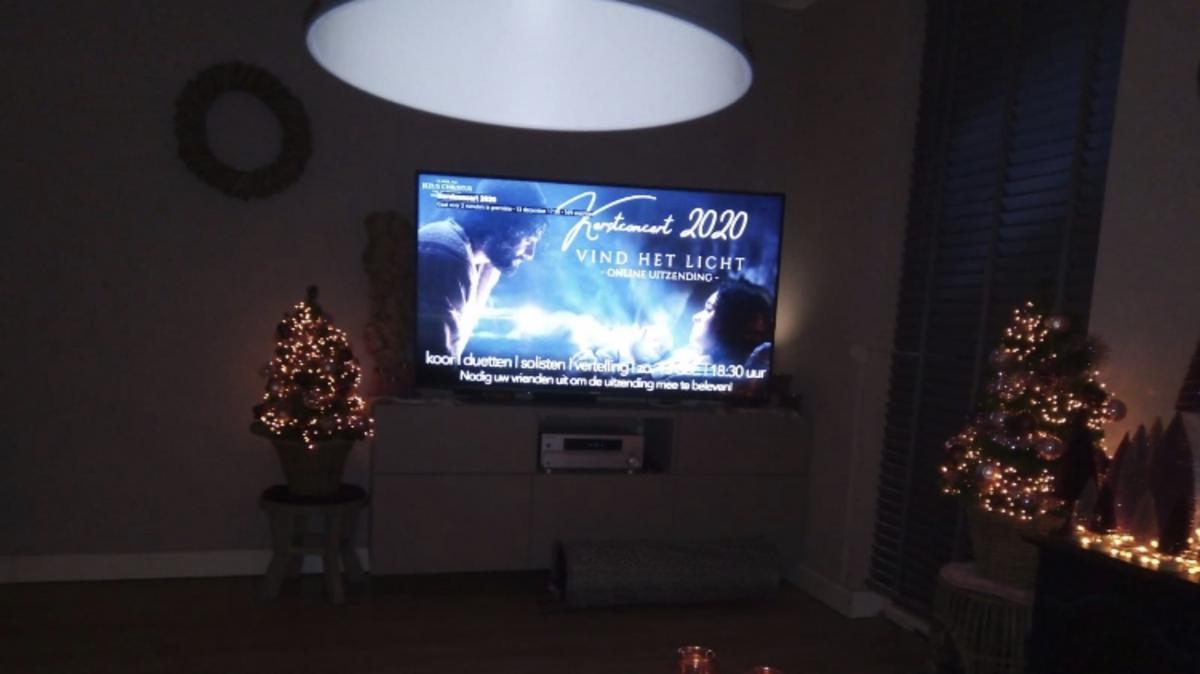In vele huiskamers werd het concert beluisterd. En bracht op die manier de kerstsfeer bij individuen en gezinnen thuis.