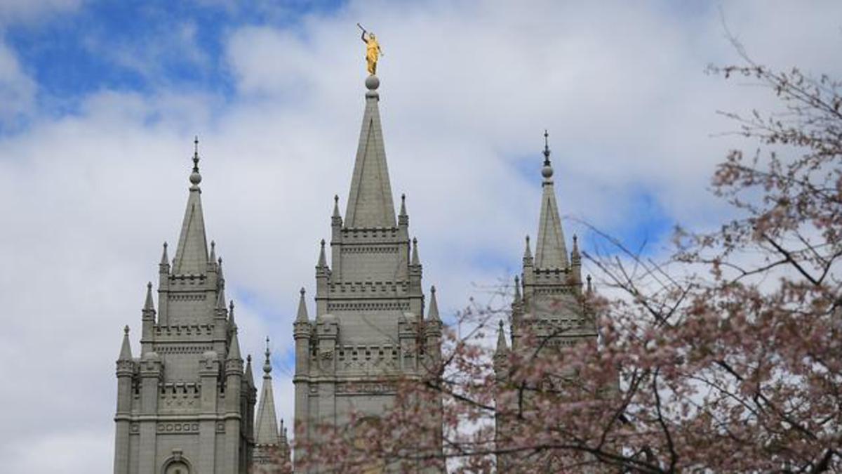 Profeet kondigt tijdens de algemene aprilconferentie van 2019 de bouw van acht nieuwe tempels aan