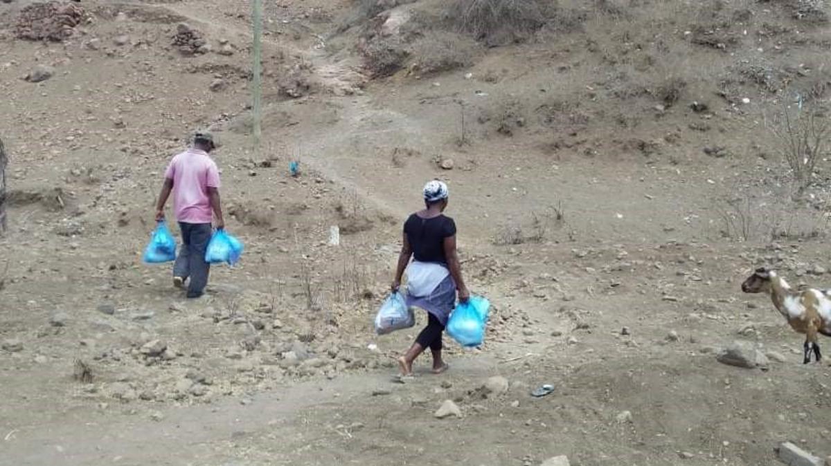 Gezinnen ontvingen hoognodige hoeveelheden voedsel en hygiënesets