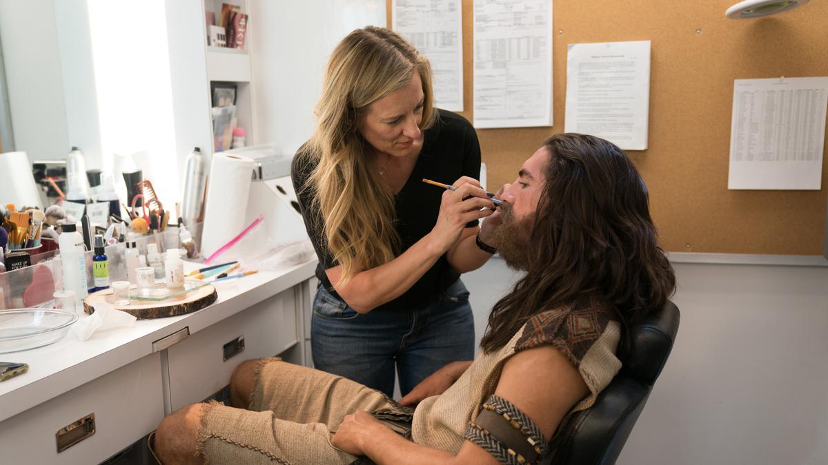 Jackson VanDerwerken, die in de videoreeks over het Boek van Mormon Nephi speelt, had tijdens het filmen van seizoen 2 elke dag twee en een half uur nodig om zijn baard vast te plakken.