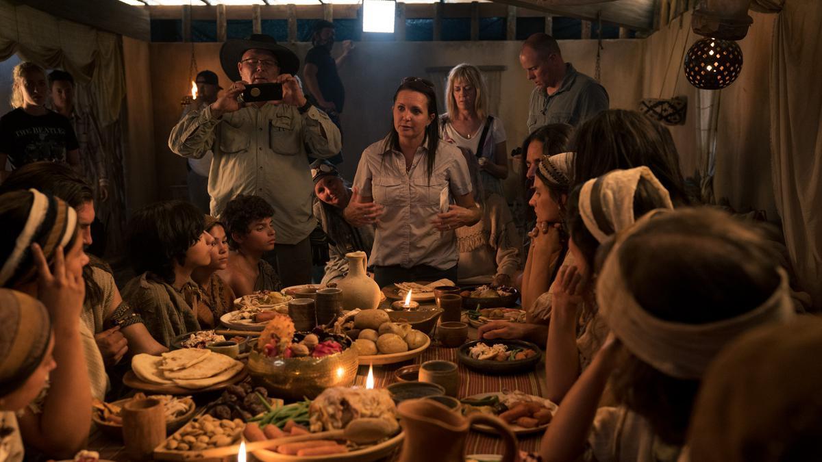 Christina Torriente-Robey, een van de drie regisseurs van seizoen 2, regisseert een scène nabij Springville (Utah, VS) in juni 2018.