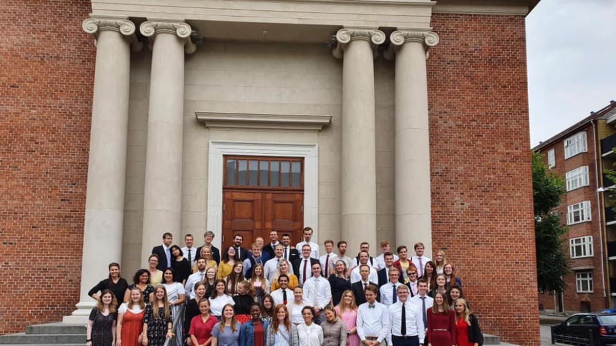 Enkele jongvolwassenen die Festinord 2019 bijwoonden, brachten een bezoek aan de tempel in Kopenhagen