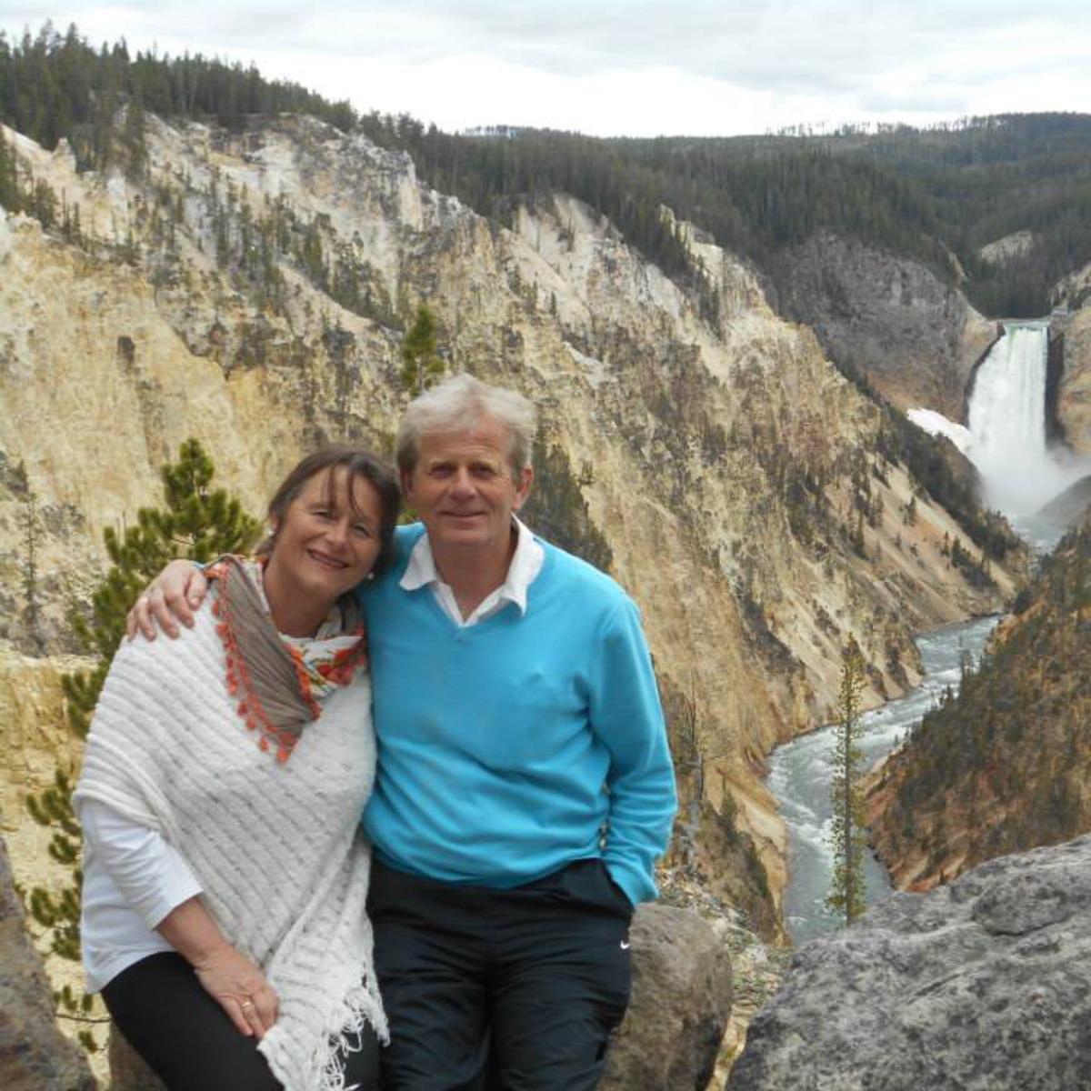 Anne og Wiggo Svendsen står foran en canyon
