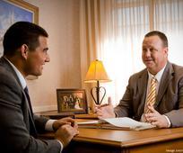 Episcopii se întâlnesc cu regularitate cu membrii Bisericii pentru a le înțelege nevoile.