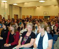Сестре чекају на Конференција
