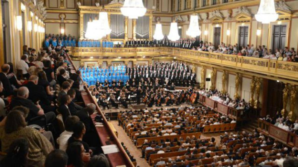 Zbor in orkester zaključujeta turnejo po Evropi, prvo po 20 letih