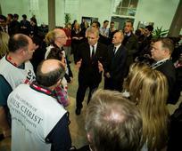 Princ Andrew zahvaljuje volonterima Mormonskih ruku pomoći