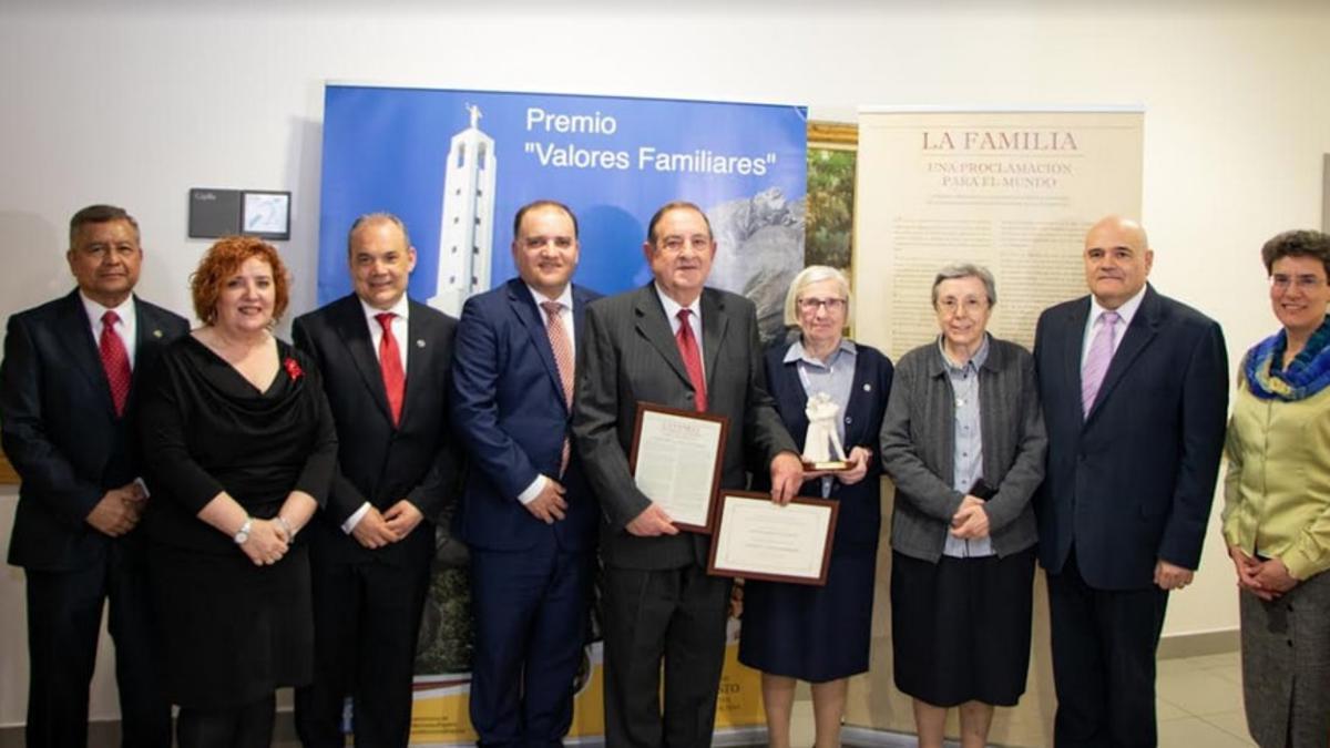 Participantes de la entrega del Premio Valores Familiares 2019