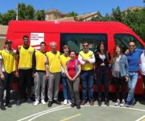 Participantes de la donación de sangre en Zaragoza, con el personal médico y a satisfacción de la labor cumplida.