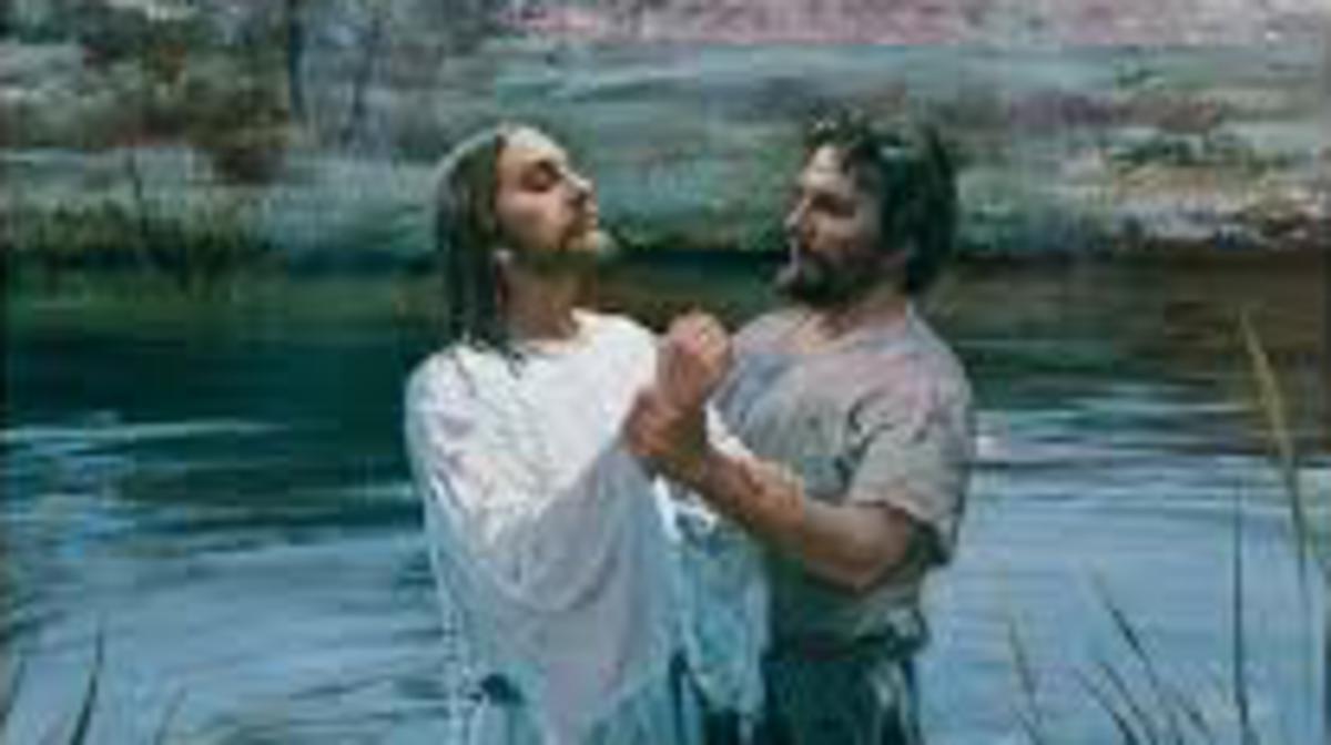Jesús es bautizado en el río Jordán por Juan el Bautista