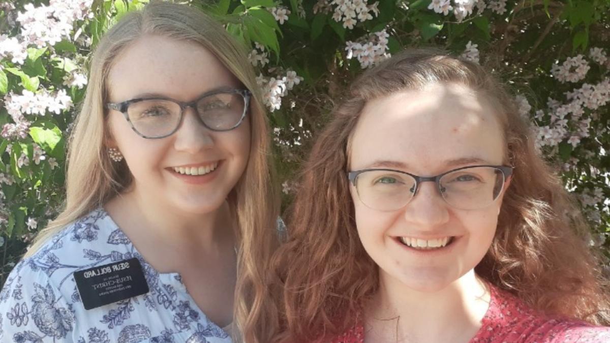 La hermana Bollard y la hermana Fearn de la Misión Francia París.
