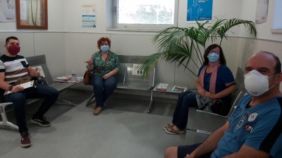 Miembros del barrio de Logroño esperando para donar sangre.