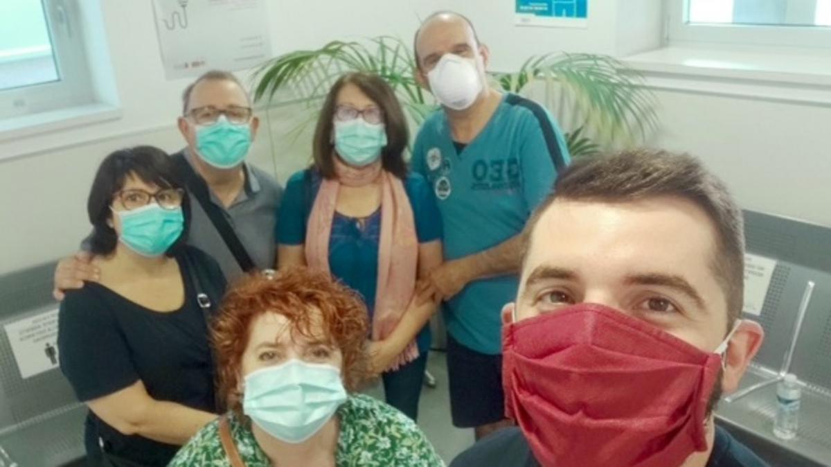 Miembros del barrio de Lograño reunidos para donar sangre.