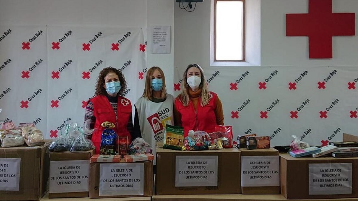 reparto de dulces navideños en la cruz roja de molina