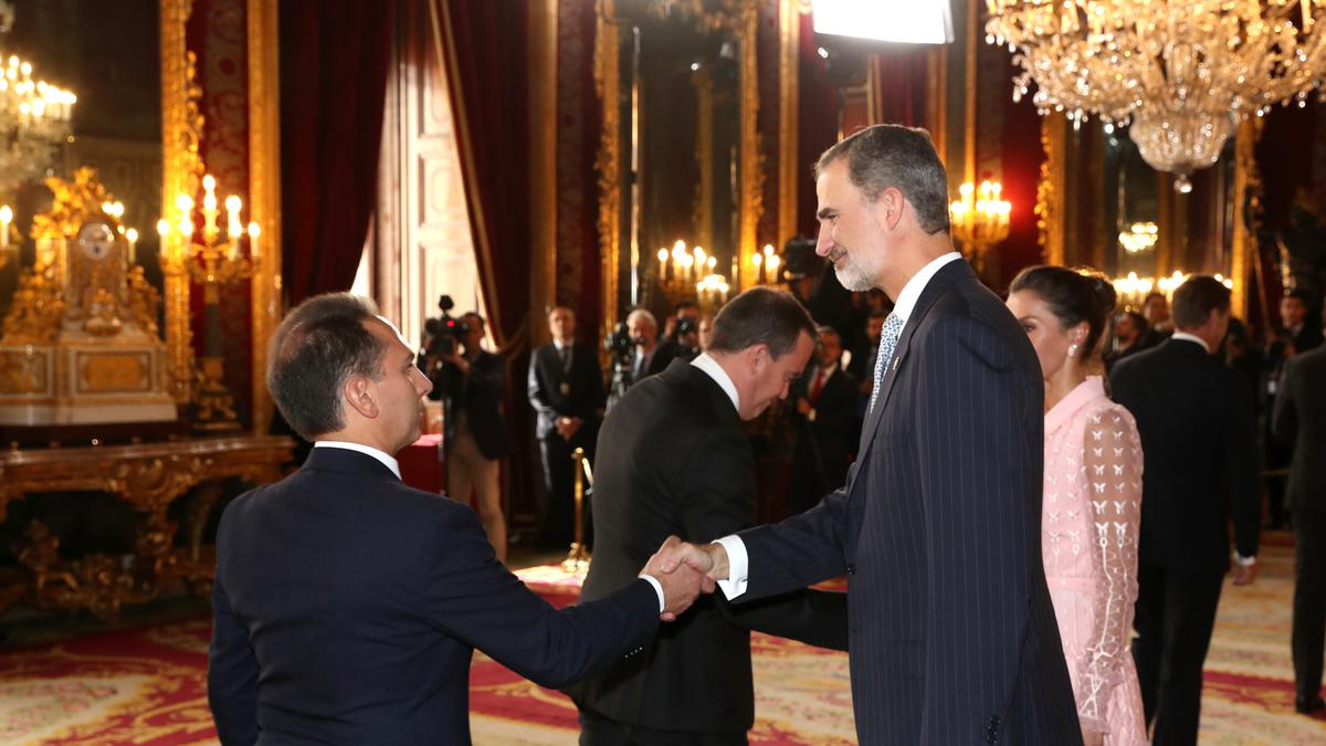 Alberto Fernández y su esposa, María García Padilla, durante el besamanos en el Palacio Real el pasado 12 de octubre de 2019 (Foto por cortesía de la Casa de S.M el Rey)