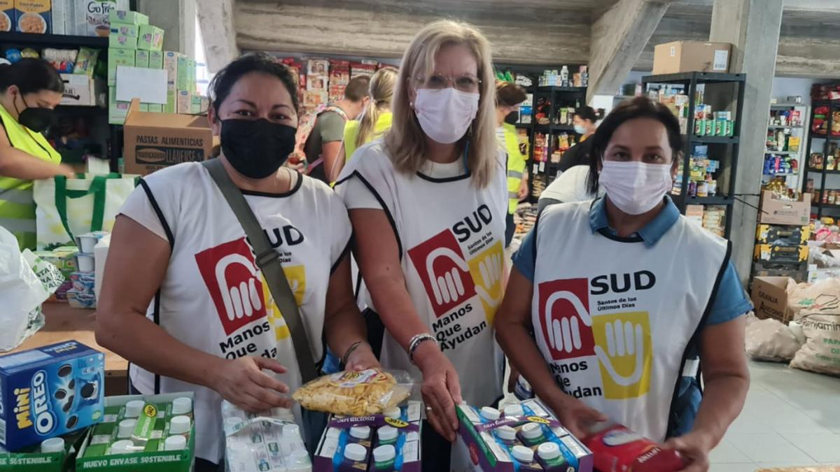 Voluntarias prestando servicio en La Palma.