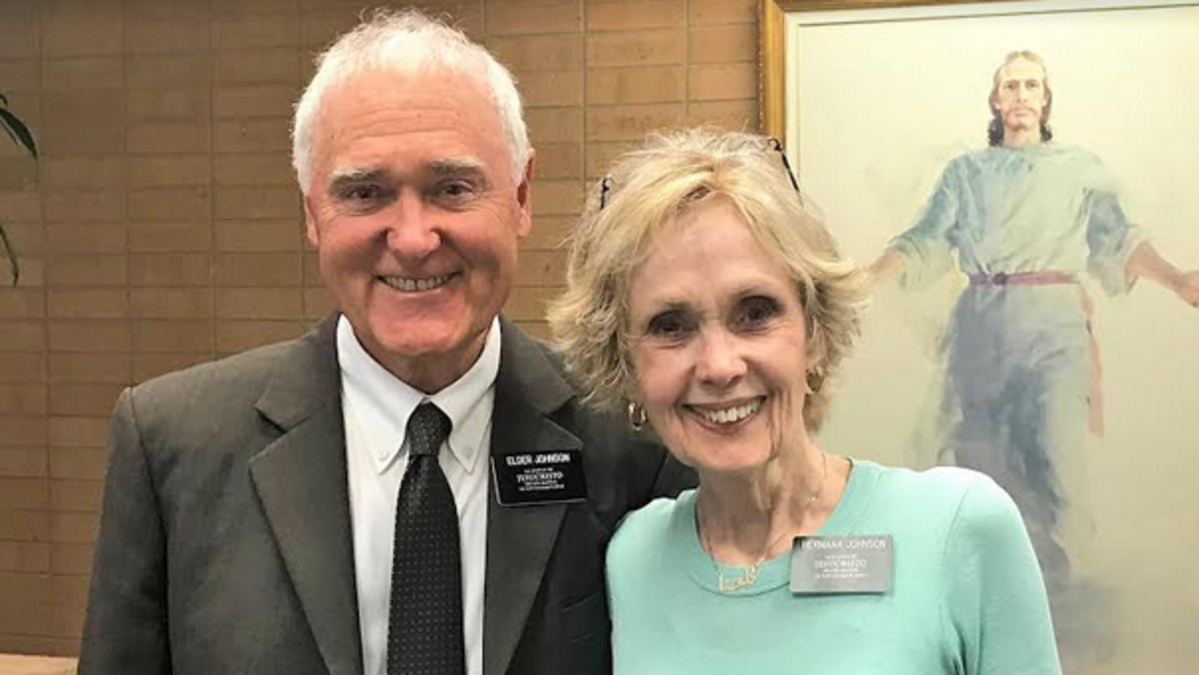 El Elder Johnson y la hermana Johnson