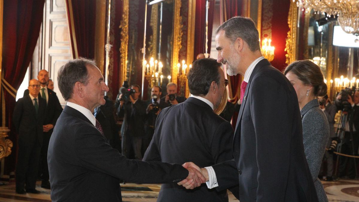 Faustino López saluda al Rey Felipe VI