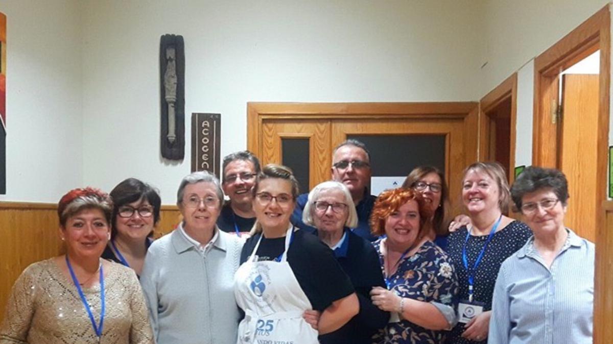 Voluntarios de la Iglesia junto a las Hijas de la Caridad
