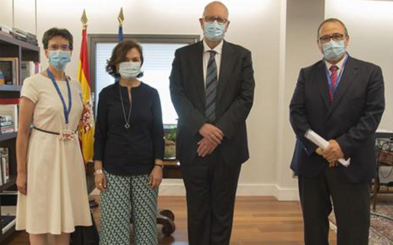 Reunión con la vicepresidenta primera del gobierno, doña Carmen Calvo