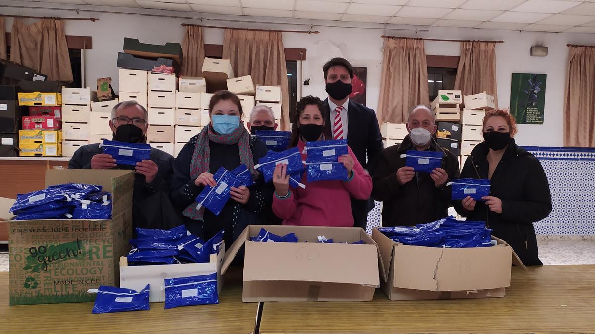 Donando kits de higiene